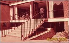 Dom wycieczkowy, fragment budynku, parter, schody prowadzące do wejścia, Londyn, Wielka Brytania
