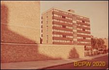 Osiedle mieszkaniowe Fulbounce Estate, blok mieszkalny wielopiętrowy, widok zewnętrzny, Londyn, Wielka Brytania