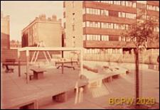 Osiedle mieszkaniowe Fulbounce Estate, plac zabaw dziecięcych, Londyn, Wielka Brytania