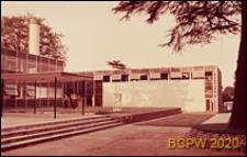 Szkoła III stopnia nauczania (for further education), fragment budynku szkolnego, widok od strony dziedzińca, St Albans, Anglia, Wielka Brytania