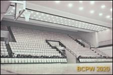 Hala sportowa Z. S. Włókniarz (Korona), boisko do koszykówki, widok w kierunku trybun i wejść na płytę boiska, Kraków
