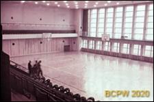 Hala sportowa Z. S. Włókniarz (Korona), boisko do koszykówki, widok w kierunku okien od strony trybun, Kraków