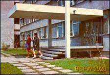 Akademik żeński Piast, Dom Studentek Uniwersytetu Jagiellońskiego przy ulicy Piastowskiej, widok od strony wejścia, Kraków