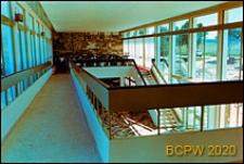 Ośrodek wypoczynkowy Delfin, widok dekoracji naściennej na pierwszym piętrze, w głębi nakryte stoliki, Jastrzębia Góra-Lisi Jar
