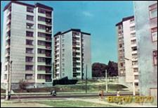 Bloki przy Alejach PKWN (obecnie ul. Głęboka) widok ogólny osiedla wieżowców, w tle widoczne garaże, Lublin