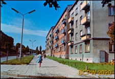 Ul. Sowińskiego 4 z czterokondygnacyjnymi budynkami mieszkalnymi, widok w kierunku Alei Racławickich, Lublin