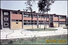 Osiedle E (E3), Szkoła Podstawowa nr 12 (obecnie Zespół Szkół nr 2) przy ulicy Elfów 9, widok od frontu, Tychy-Nowe Tychy