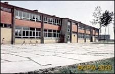Osiedle E (E3), Szkoła Podstawowa nr 12 (obecnie Zespół Szkół nr 2) przy ulicy Elfów 9, wejście boczne, Tychy-Nowe Tychy