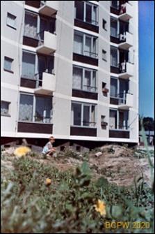 Osiedle mieszkaniowe Przymorze, nowowybudowany blok mieszkalny, Gdańsk-Przymorze
