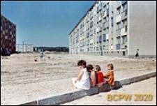 Osiedle mieszkaniowe Przymorze, niezagospodarowany teren między blokami, Gdańsk-Przymorze