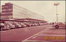 Port lotniczy Paryż-Orly, parking samochodowy przy gmachu lotniska, Francja