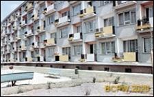 Osiedle mieszkaniowe Przymorze, budynek mieszkalny pięciokondygnacyjny z balkonami, widok na podwórko, Gdańsk-Przymorze