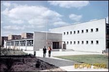 Szkoła podstawowa, widok ogólny od strony wejścia, zewnętrzny, Poznań