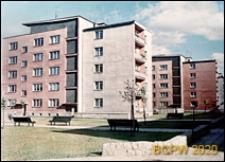 Śródmieście, ulica Mostnika, nowa zabudowa z pięciokondygnacyjnymi budynkami, widok wnętrz międzyblokowych, Słupsk