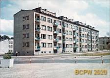 Nowa zabudowa Śródmieścia, budynek mieszkalny czterokondygnacyjny, widok od strony ulicy, Słupsk