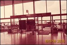 Port lotniczy Paryż-Orly, wnętrze gmachu lotniska, wejście główne, Francja