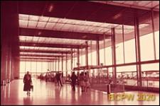 Port lotniczy Paryż-Orly, wnętrze gmachu lotniska, hol główny, Francja