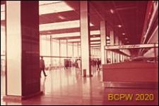 Port lotniczy Paryż-Orly, wnętrze gmachu lotniska, holgłówny, stanowiska obsługi pasażera, Francja