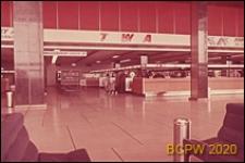 Port lotniczy Paryż-Orly, wnętrze gmachu lotniska, hol główny, biura linii lotniczych oraz odprawa bagażu, Francja
