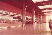 Port lotniczy Paryż-Orly, wnętrze gmachu lotniska, hol główny, biura linii lotniczych, stanowiska obsługi pasażera, Francja