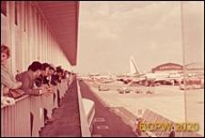 Port lotniczy Paryż-Orly, galeria widokowa pierwszego piętra, widok na płytę lotniskową, Francja