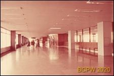 Port lotniczy Paryż-Orly, wnętrze hallu drugiego piętra, Francja