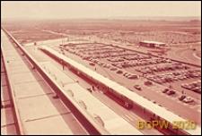Port lotniczy Paryż-Orly, parking i wiata podjazdu, widok panoramiczny z tarasu, Francja