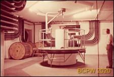 Europejski Ośrodek Badań Jądrowych CERN, hala laboratoryjna, wnętrze, oś cyklotronu, Genewa, Szwajcaria