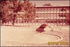 Gimnazjum Collège du Belvédère, elewacja budynku oraz plac przed szkołą, Lozanna, Szwajcaria