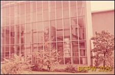 Uniwersytet Zuryski, Wydział Fizyki, hala maszyn, fragment szklanej elewacji budynku, Zurych, Szwajcaria