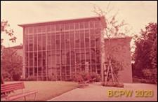 Uniwersytet Zuryski, Wydział Fizyki, hala maszyn, szklana elewacja budynku, widok od strony skweru, Zurych, Szwajcaria