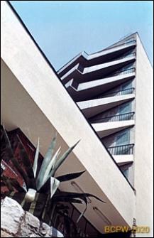 Solar-Hotel Medical Spa, Pienińska Uzdrowiskowa Klinika Rehabilitacji i Leczenia Bólu im. św. Ojca Pio, ulica Uzdrowiskowa 4, widok zewnętrzny w górę na fragment balkonów, Szczawnica