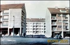 Osiedle Stare Miasto, ulica Wielka, obecnie ks. Kardynała Stefana Wyszyńskiego, fragment nowej zabudowy mieszkaniowej z parterami usługowymi, Szczecin