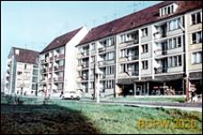 Stare Miasto, centrum, osiedle mieszkaniowe, czterokondygnacyjne budynki ze sklepem na parterze, Szczecin