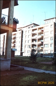 Śródmieście, wnętrze międzyblokowe z fragmentem balkonów, Szczecin