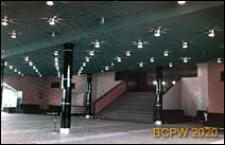 Kino Kosmos przy Alei Wojska Polskiego, hol główny z wejściem na widownię, Szczecin